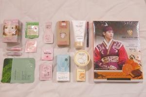 Ini hasil perburuan kosmetiknya, plus coklat yang bungkus kotaknya ada foto Kim Soo Hyun